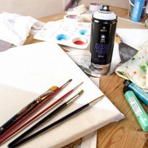 ספריי ג׳סו פריימר - הג'סו הוא למעשה חומר יסוד שנועד להפוך משטחים סופגים כמו קנווס, עץ וקרטון לפני שטח יציבים בעלי ספיגה מבוקרת. פני משטח שנצבע בג׳סו אידיאלים אחרי ייבוש עבור מגוון טכניקות כמו צבעי שמן או אקריל. המוצר אידיאלי לאמנות, משפר את כושר ההיצמדות של הצבעים לפני השטח ומונע את ספיגת הצבע במשטח העבודה. כך למעשה נחסכת כמות די נכבדה של צבע.